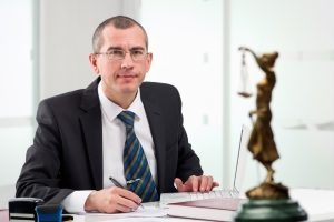 Zum Ablauf vom Bußgeldverfahren nach einem Einspruch berät Sie ein Anwalt.