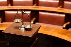 Das Bußgeldverfahren und sein Ablauf: Nach einem Einspruch kann es zu einer Gerichtsverhandlung kommen.