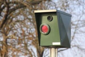 Bei einer Blitzerampel ist der Nachweis von einem Rotlichterstoß leichter.