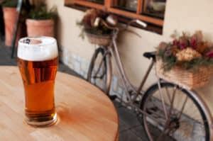 Erhöhte Werte von Alkohol auf dem Fahrrad können ebenso strafbar sein.