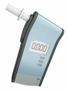 Bei Anfangsverdacht wird der Promillewert zuerst durch einen Atemalkoholtest ermittelt.