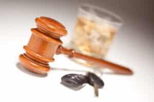 Die Strafen für Alkohol am Steuer sind im Vergleich zu anderen Vergehen recht hoch.