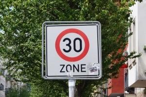 Tempo-30-Zone: Über Sinn und Zweck der Geschwindigkeitsbeschränkung.