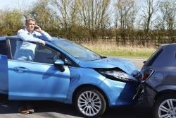 Bei einem leichten Unfall: Polizei rufen und Wagen beiseite fahren!