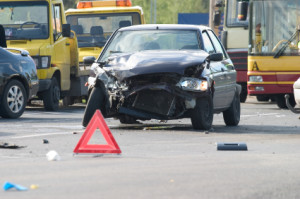 Nach dem Unfall: Warndreieck aufstellen!
