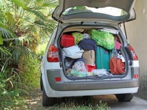 Informieren Sie sich rechtzeitig über das zulässige Gesamtgewicht Ihres Autos, um eine Überladung zu vermeiden.