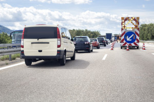 Eine Baustelle aufgrund von Ausbesserungsmaßnahmen auf der Autobahn ist keine Seltenheit.