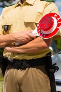 Wenn die Polizei Sie befragen möchte, können Sie auf Ihr Zeugnisverweigerungs-recht bestehen.