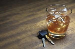 Alkohol am Steuer stellt eine Gefährdung im Straßenverkehr dar.