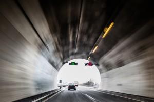 Im Straßen- und Autobahntunnel gelten besondere Regeln.