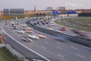 Das Wenden mit dem Auto ist auf der Autobahn strengstens verboten.