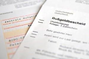 Ein Bußgeldbescheid wird nicht per Einschreiben, sondern mit einer Zustellungsurkunde verschickt.