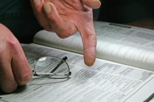 Im Gesetz lässt sich nachlesen, ob ein Bußgeldbescheid, der nicht unterschrieben wurde, gültig ist.