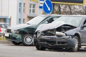 Das Erste-Hilfe-Set im Auto wird nach einem Unfall benötigt.