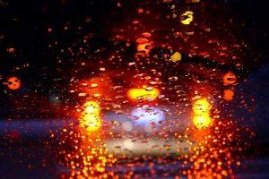 Eine Massenkarambolage auf der Autobahn geschieht oft bei schlechten Sichtverhältnissen.