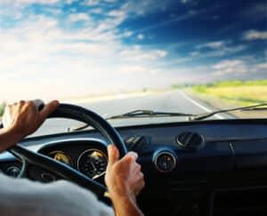 Überschreiten Sie auf der Autobahn die Geschwindigkeit, ist mindestens ein Bußgeld die Folge.