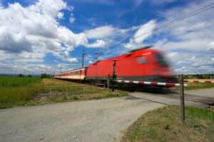 Am Bahnübergang sollten sich Autofahrer besonders umsichtig verhalten.
