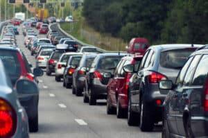 Geisterfahrer sollten keinesfalls wenden! Zunächst muss die Polizei den Verkehr anhalten.