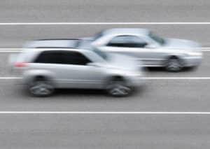 Die Geschwindigkeitsmessung per Lichtschranke funktioniert durch horizontale Lichtsignale.