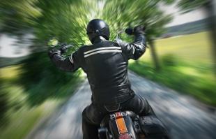 Beim Motorrad haben Blitzer schlechte Chancen. Aber auch diese können von der Polizei angehalten werden.