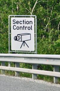 Section Control wird über ein entsprechendes Schild angekündigt.