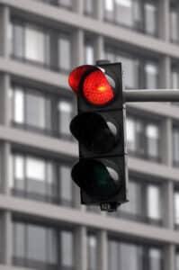 Auch Rotlichtverstöße können durch eine Induktionsmessung entdeckt werden.