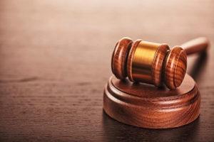Der Antrag auf Verkürzung der Sperrfrist wird beim zuständigen Gericht gestellt.