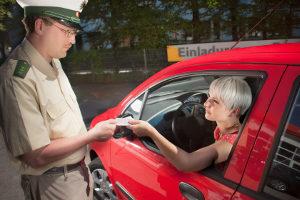 Eine Sperrfrist fällt an, wenn die Fahrerlaubnis entzogen wird.
