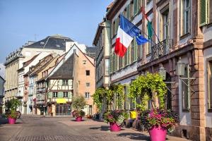Halten sich Reisende nicht an die Verkehrsregeln, riskieren sie ein Fahrverbot in Frankreich.