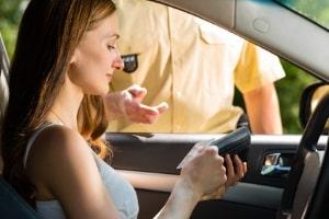 Gilt ein Fahrverbot für Ausländer in Deutschland, ist der Betroffene den Führerschein los.