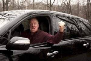 Dem Auto fernbleiben: Das Fahrverbot für Senioren scheint für viele unfair.