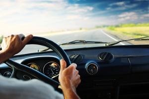 Der Bußgeldbescheid kündigt ein Fahrverbot an? Bis zu drei Monate müssen Sie dem Steuer fernbleiben.