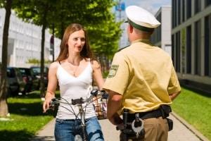 Für eine erfolgreiche Fahrerermittlung können Zeugen befragt werden.