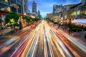 Wer für den Beruf oft im Straßenverkehr unterwegs ist, hat evtl. Chancen auf eine Geldbuße statt einem Fahrverbot.