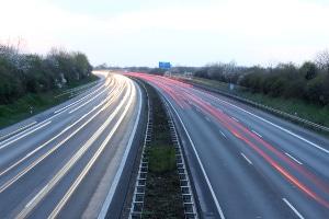 Wann gibt es auf der Bundesstraße eine zulässige Höchstgeschwindigkeit, die ich beachten muss?