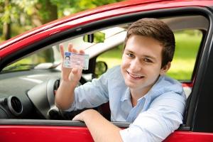 Wer darf die Fahrerlaubnis mit 17 machen?