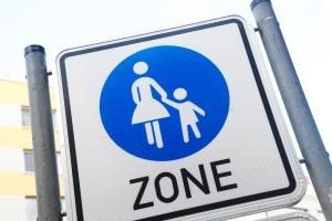 Für eine Fußgängerzone ist dieses Schild und seine Bedeutung in der StVO festgehalten.
