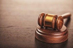 Bei einem Einspruch gegen den Führerscheinentzug kann die Entscheidung vor Gericht fallen.