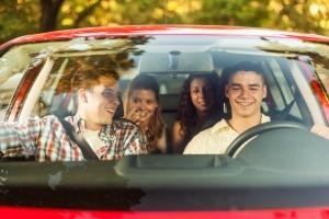 Die Probezeit beim Führerschein dauert zwei Jahre.