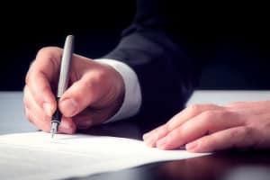 Wollen Sie als Privatperson eine Kfz-Halterfeststellung beantragen, müssen Sie dies schriftlich begründen.