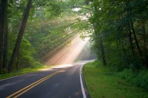 Welche Verkehrsregeln gelten auf einer Landstraße?
