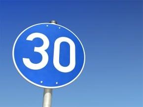 Eine Mindestgeschwindigkeit auf der Landstraße kann nur lokal angeordnet werden.