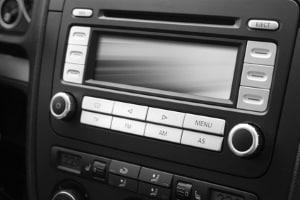 Eine wichtige Stauinformation können Sie bspw. dem Verkehrsfunk im Radio entnehmen.