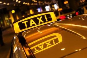 Vom Verbot für die Busspur kann es auch Ausnahmen geben z. B. für Taxis.