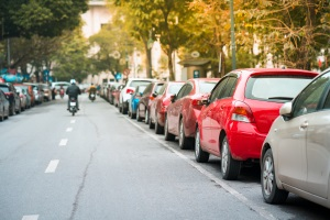Parken Sie links in der Einbahnstraße, ist kein Bußgeld zu befürchten.