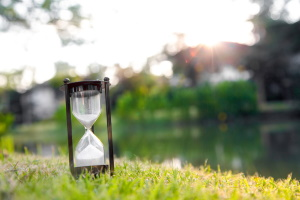 Achten Behörden nicht auf die Brieflaufzeiten, kann der Bescheid zu spät eintreffen und verjährt sein.