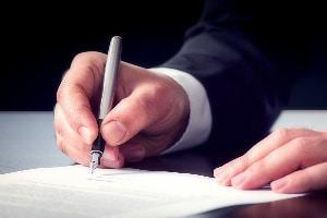 Der Antrag auf Terminsverlegung sollte durch den Anwalt erfolgen.