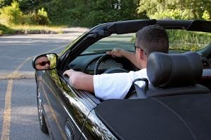 In gewissen Situationen begehen Sie keine Fahrerflucht, wenn Sie den Unfallort verlassen.