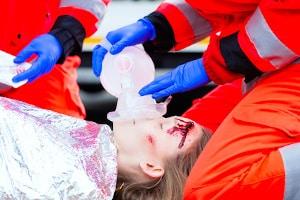 Bei einer Unfallflucht mit Personenschaden können noch weitere Tatbestände erfüllt sein.
