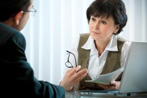 Wollen Sie gegen einen Bußgeldbescheid Einspruch erheben, kann Ihnen ein Anwalt dabei tatkräftig unterstützen.